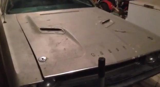 Barn find Plum Crazy 1970 Hemi Dodge Challenger R/T