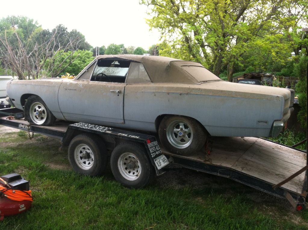 1969-road-runner-convertible-barn-find-2