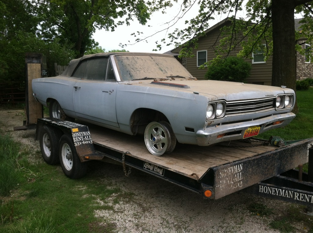 1969-road-runner-convertible-barn-find-3