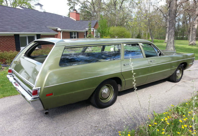 1970-Plymouth-Fury-Suburban-3