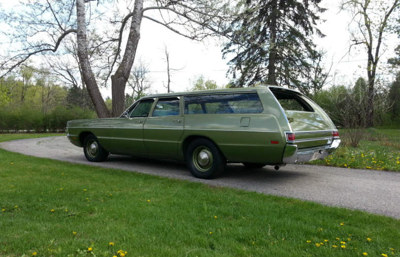 1970-Plymouth-Fury-Suburban-4