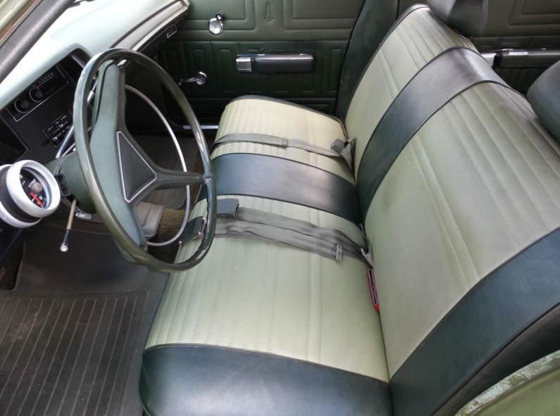 1970-Plymouth-Fury-Suburban-interior