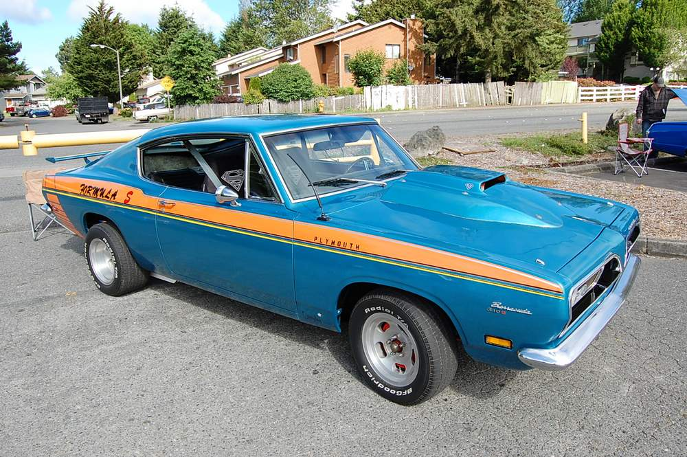 blue-Plymouth-Barracuda