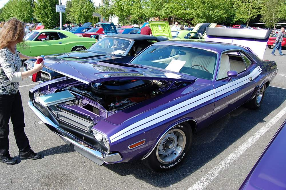 purple-Dodge-Challenger-rt