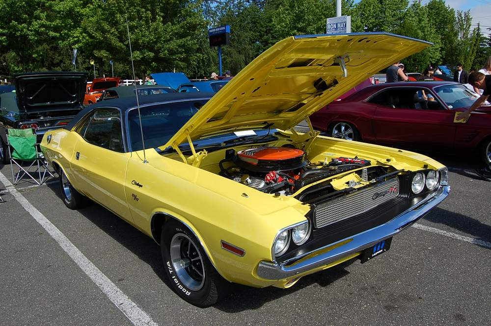 yellow-Dodge-Challenger