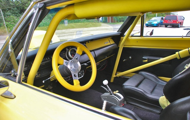 1969-Plymouth-Road-Runner-yellow-3