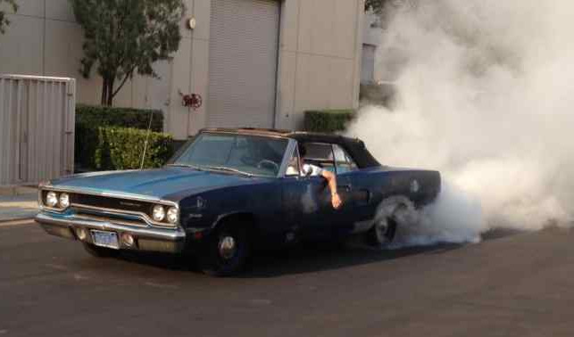1970-Plymouth-Roadrunner-convertible-burnout