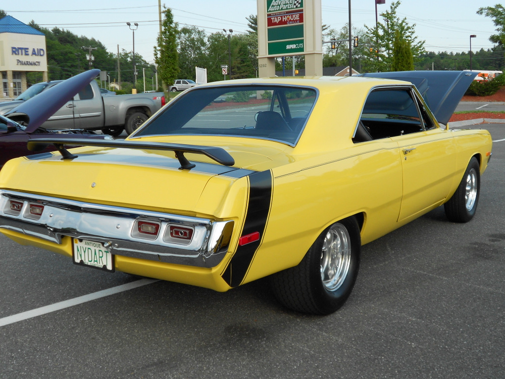 Has come 1973 dodge dart swinger design something
