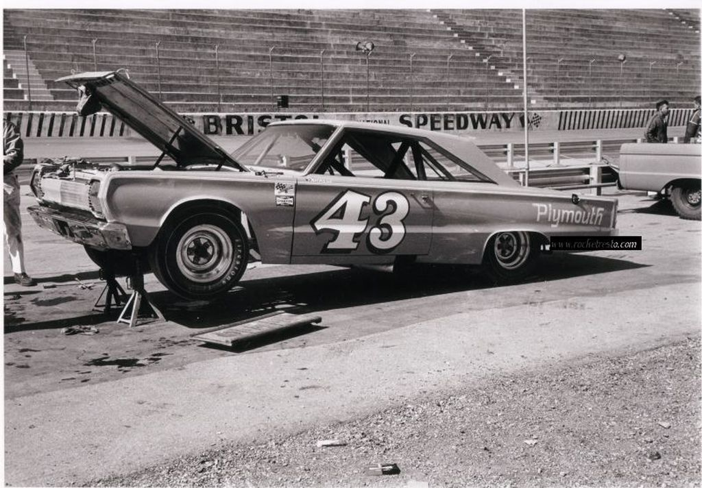 vintage mopar nascar photo of the week richard petty s 67 plymouth belvedere at bristol. Black Bedroom Furniture Sets. Home Design Ideas