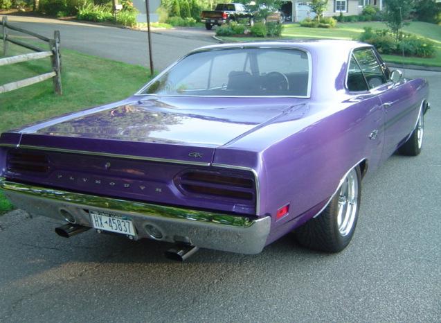 1970-Plymouth-GTX-plum-crazy-2