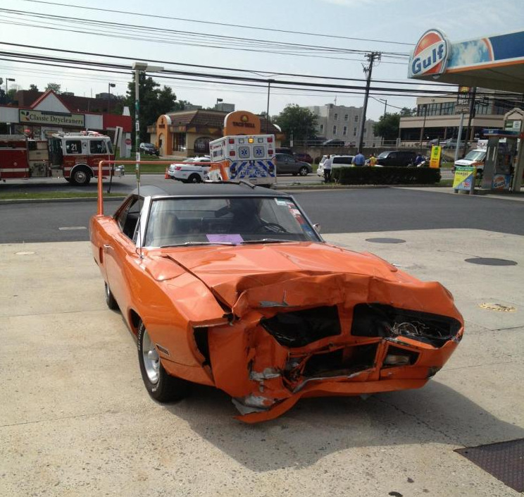 1970-Plymouth-Superbird-wrecked