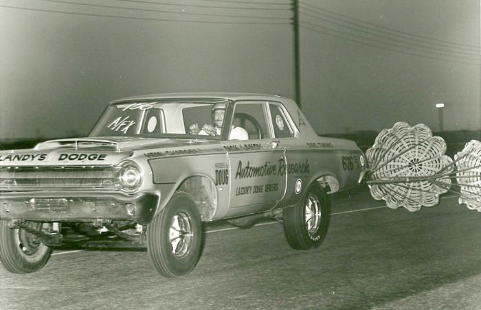 1964-Dodge-330-chutes