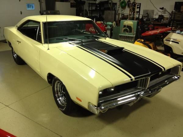 1969-Dodge-Charger-air-grabber