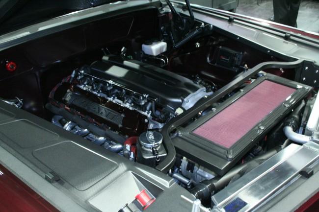 1966-Chrysler-Imperial-engine