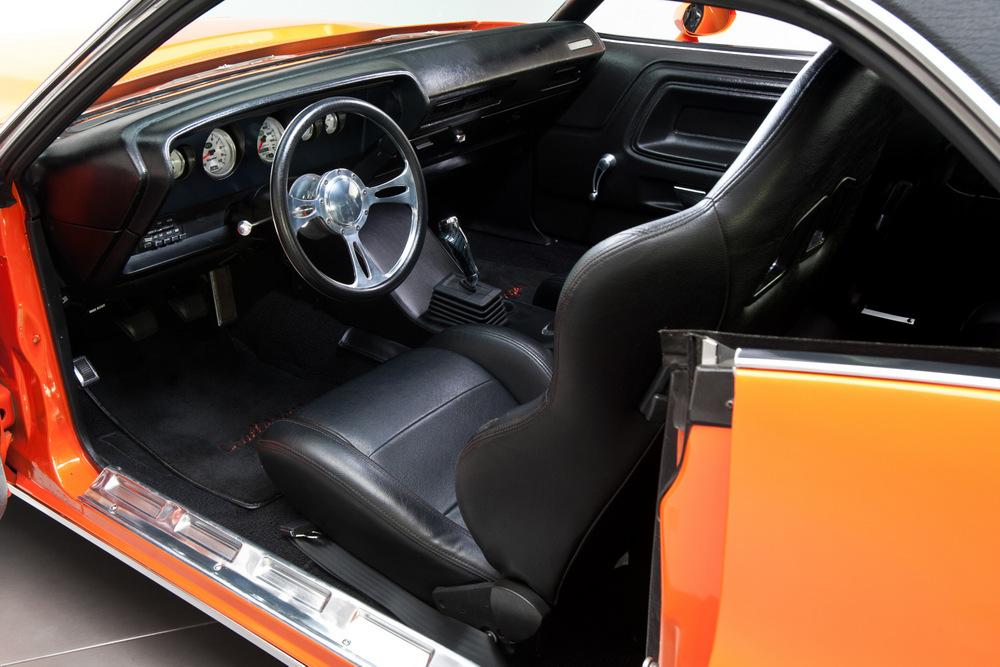 1970-Dodge-Challenger-orange-3