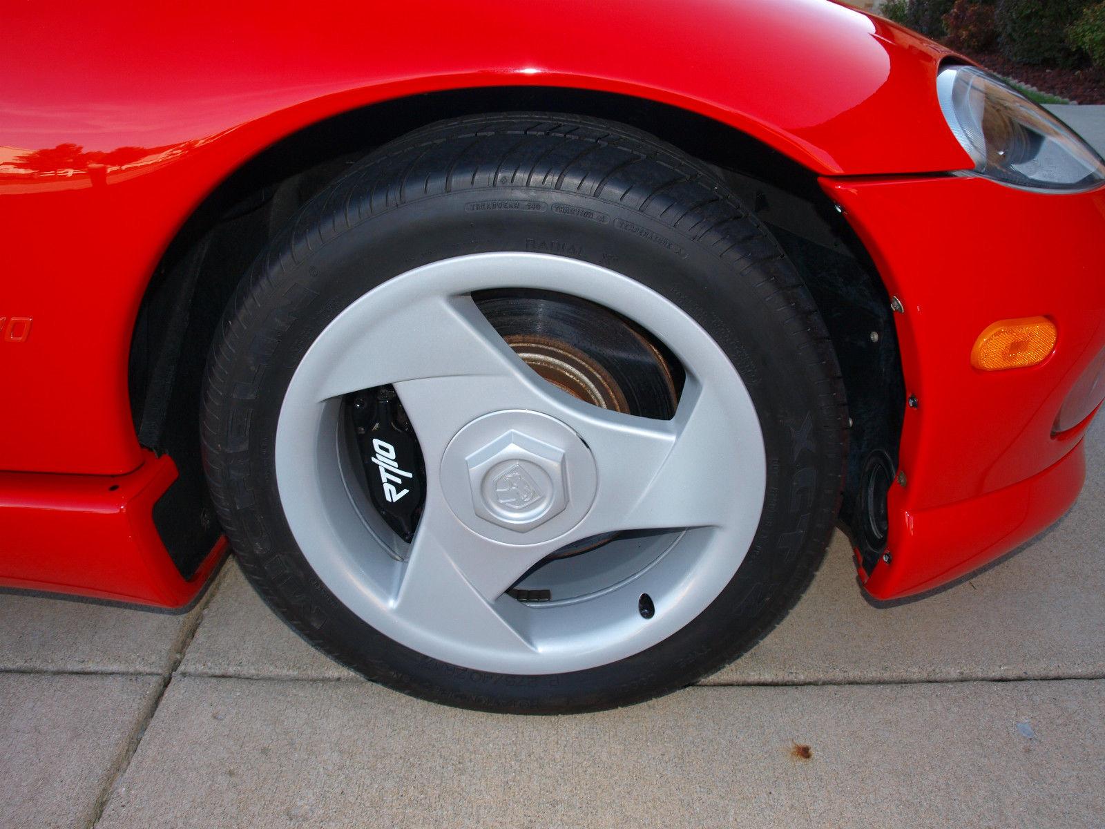 1994-Dodge-Viper-wheel