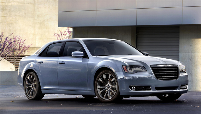 2014-Chrysler-300S-side