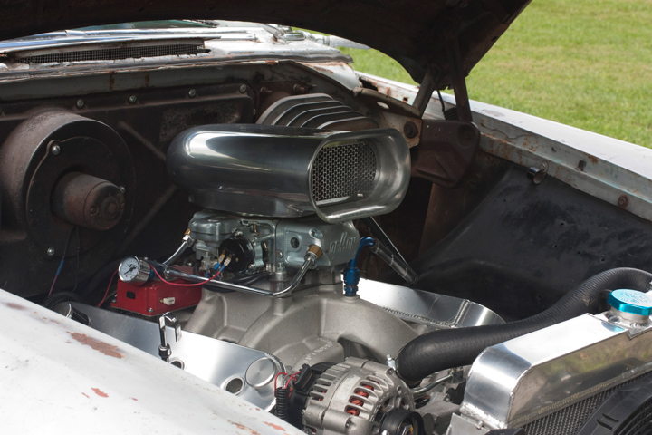 1956-Plymouth-Sport-Suburban-engine