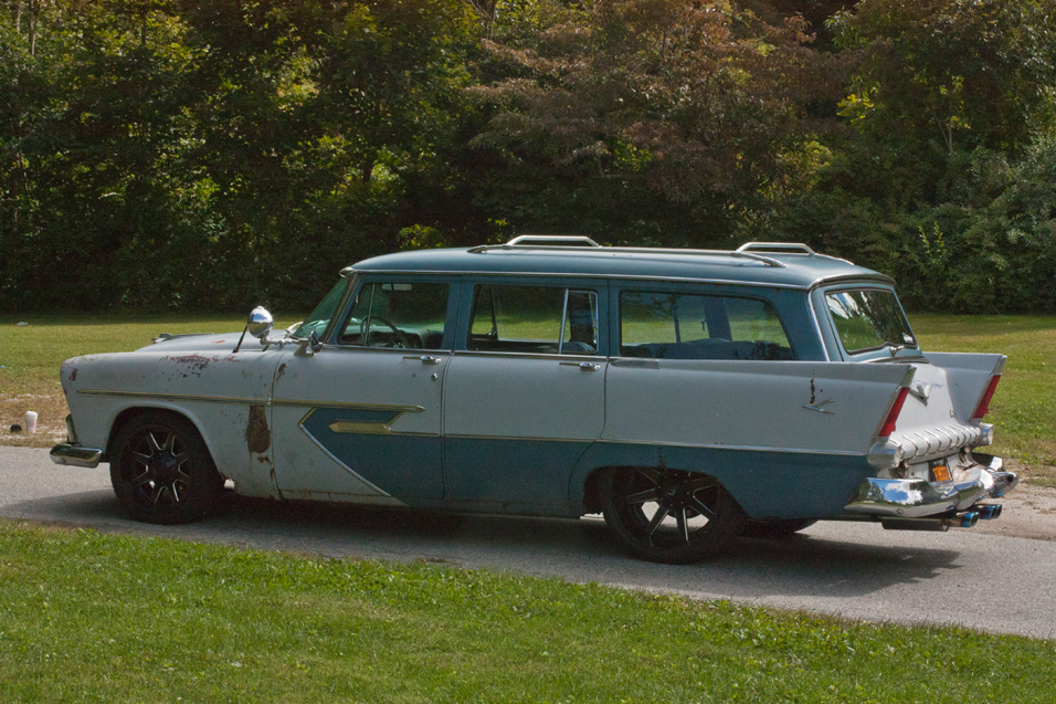 1956-Plymouth-Sport-Suburban-side