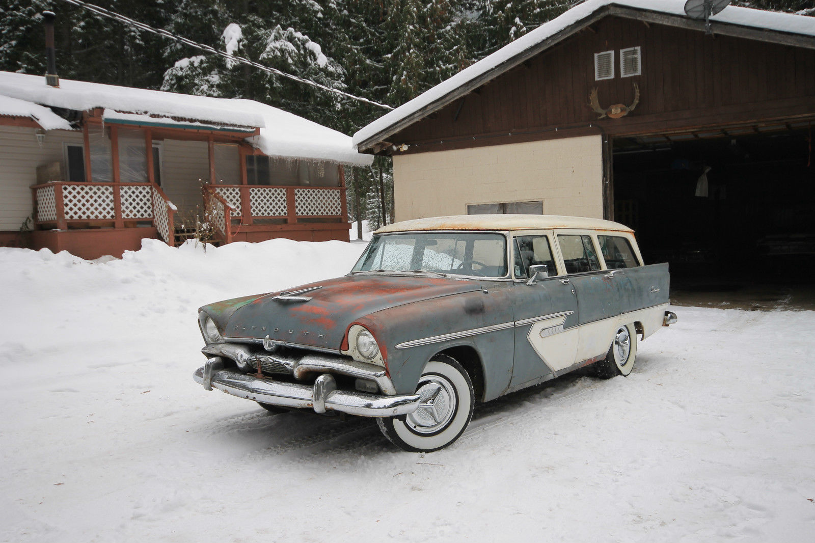 1957-Plymouth-Suburban-3qtr