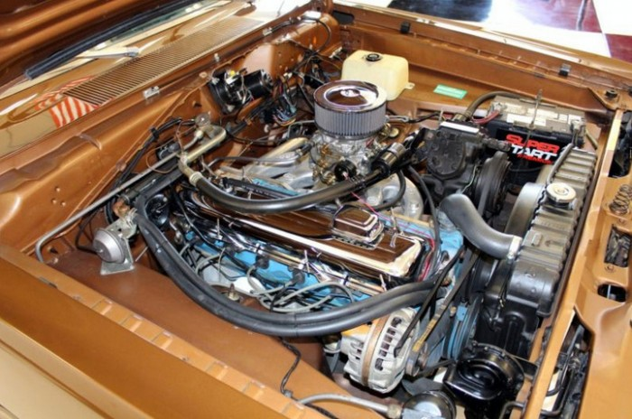 1970-Plymouth-Duster-engine