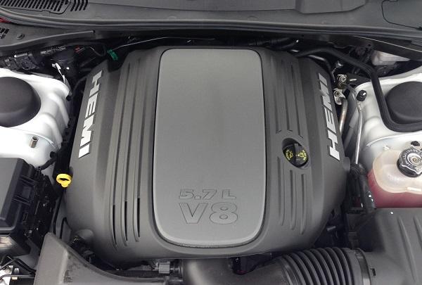 2013-Dodge-Challenger-RT-engine