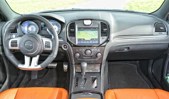 2014-Chrysler-300-SRT-dash