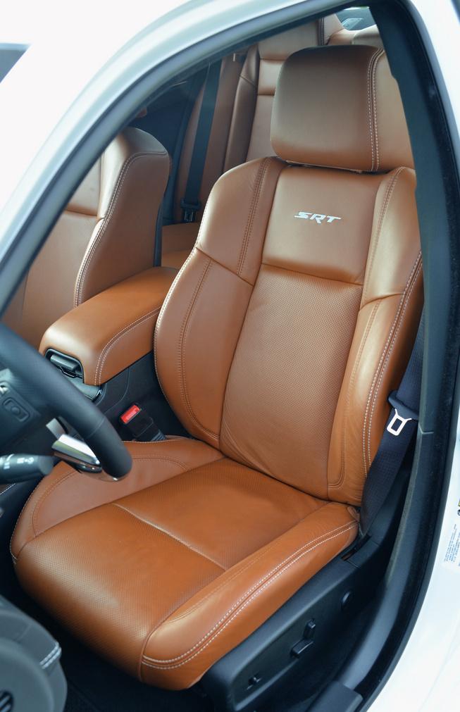 2014-Chrysler-300-SRT-seat