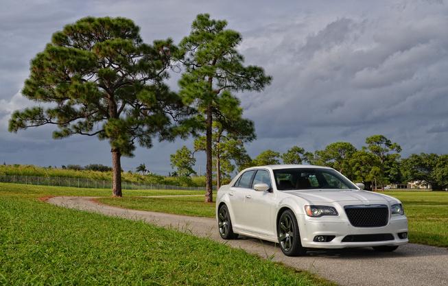 2014-Chrysler-300-SRT-trees