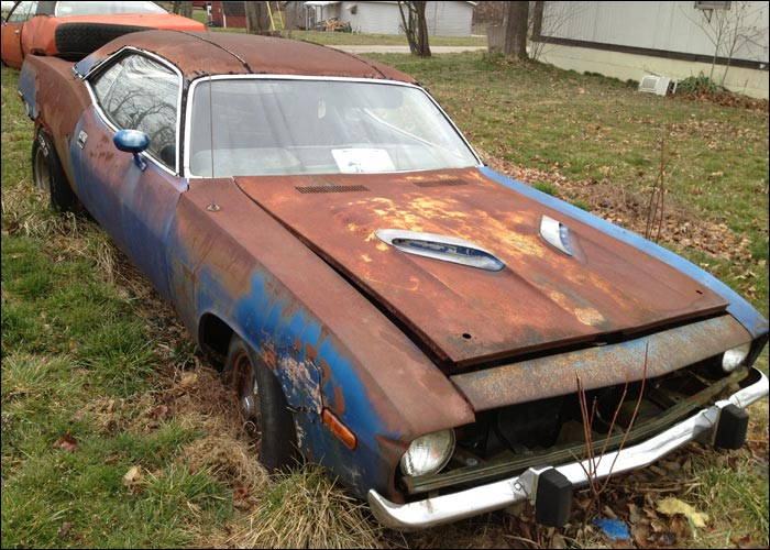 Plymouth-Cuda-front