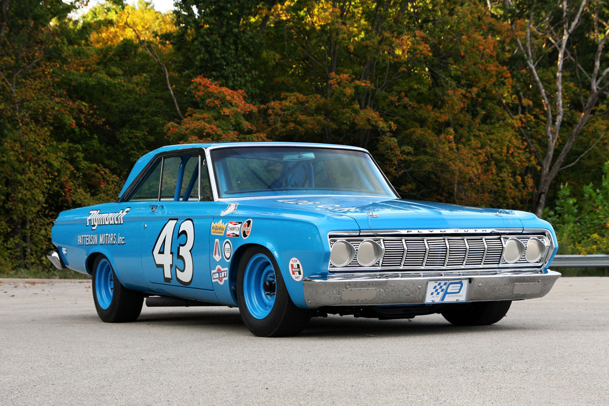 Richard-Petty-1964-Plymouth-Belvedere