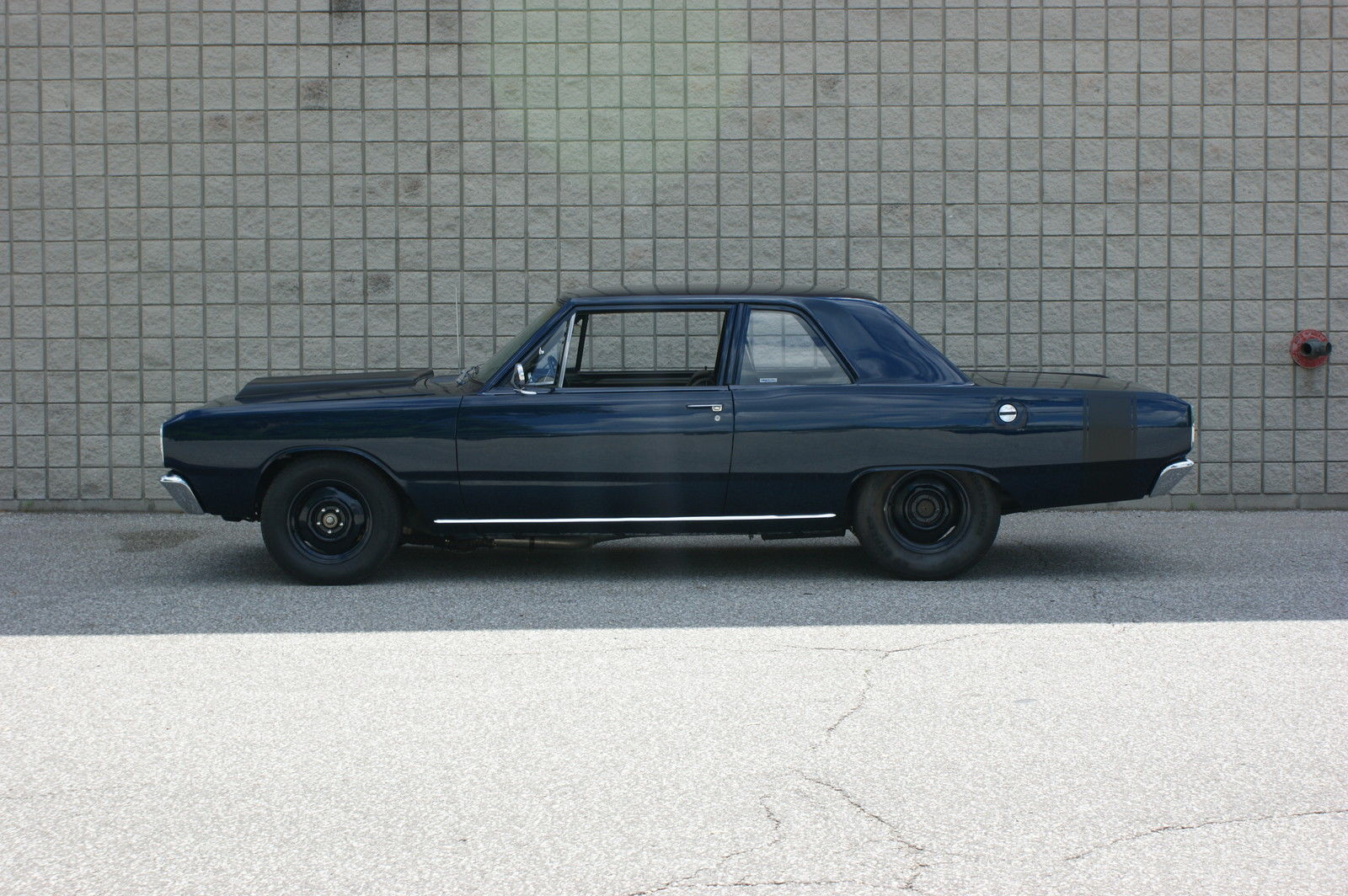 1967-Dodge-Dart-side
