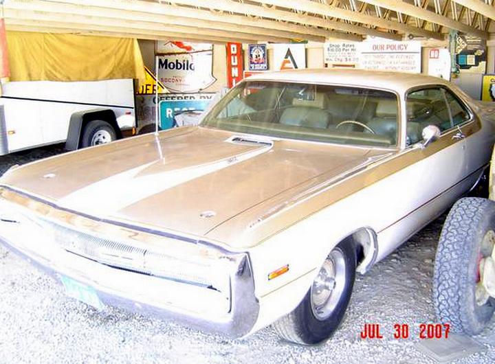 1970-Chrysler-300-Hurst-3qtr-2