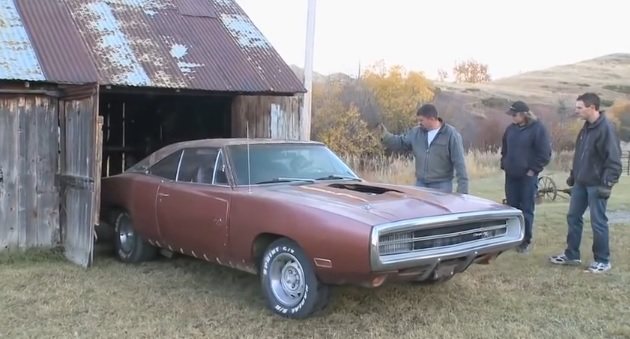 1970-Dodge-Charger-RT-Barn-Find