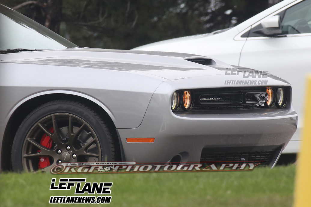 2015-SRT-Hellcat-1