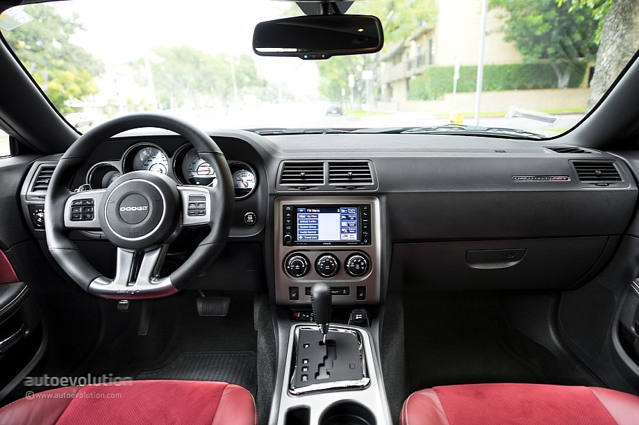 2014-Dodge-Challenger-dash