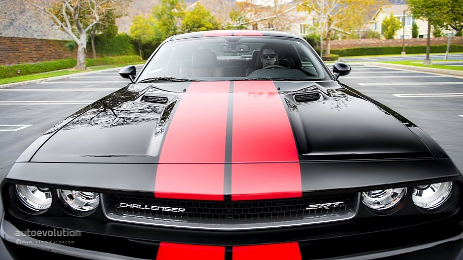 2014-Dodge-Challenger-hood