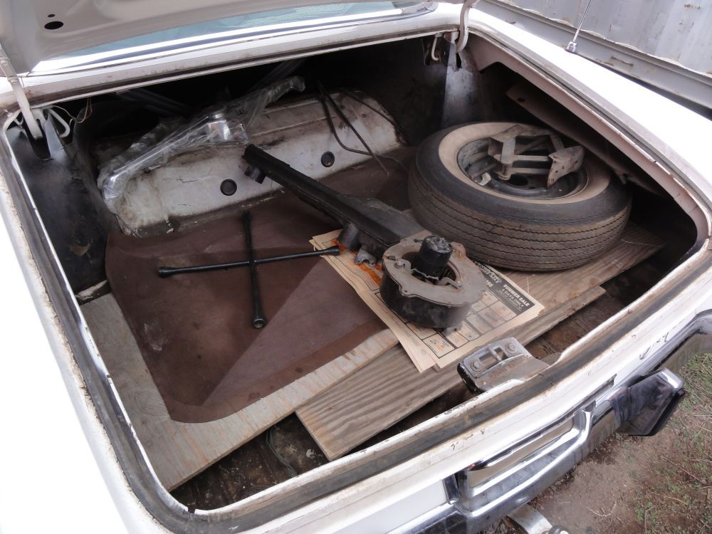 charles_kee_collection_62_chrysler_300_trunk