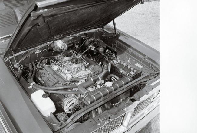 1966-Dodge-Coronet-Hemi-engine
