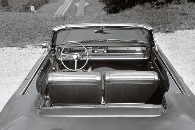 1966-Dodge-Coronet-Hemi-interior