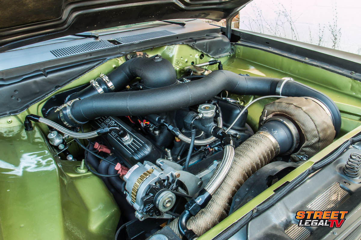 1972-Plymouth-Duster-engine