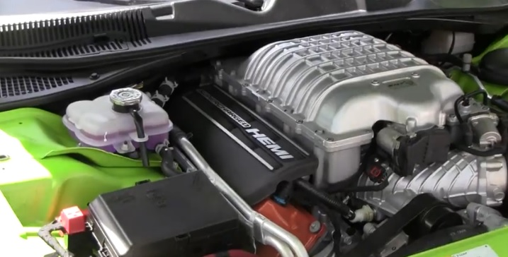 2015-Dodge-Challenger-Hellcat-engine