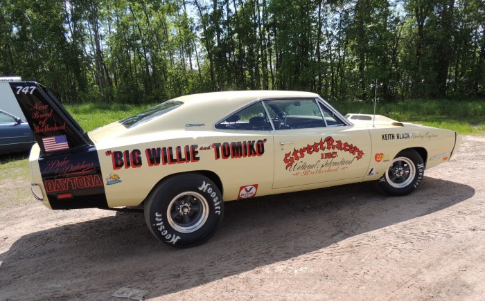 Willie-Robinsons-1969-Dodge-Charger-Daytona-side