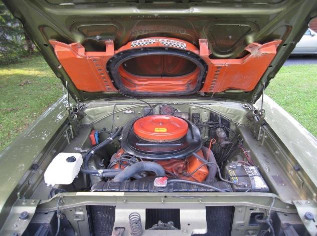 1970-Dodge-Super-Bee-engine