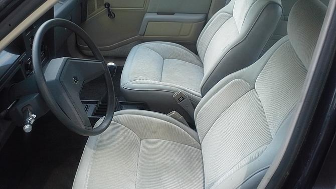 1986-Dodge-Lancer-interior