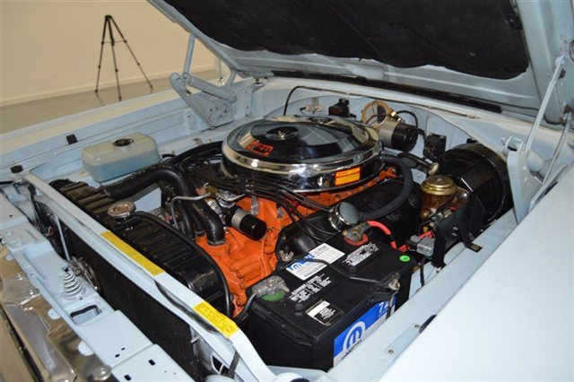 1966-Dodge-Hemi-Coronet-engine