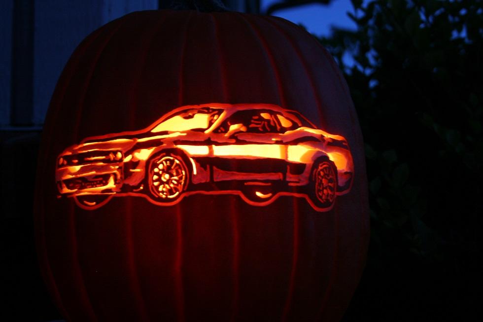 Dodge-Challenger-Pumpkin-Cutout