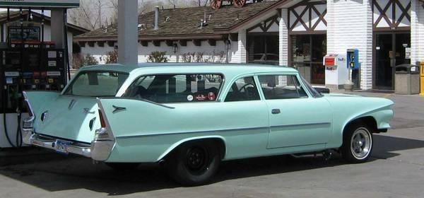 1960-Plymouth-Suburban-side