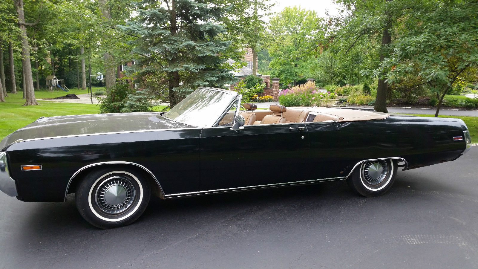 1970-Chrysler-Newport-Convertible-side