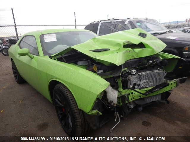 2015-Dodge-SRT-Hellcat-wrecked